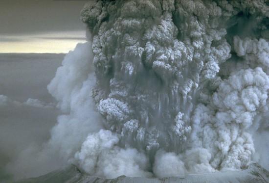 Erupcja Mount St. Helens.