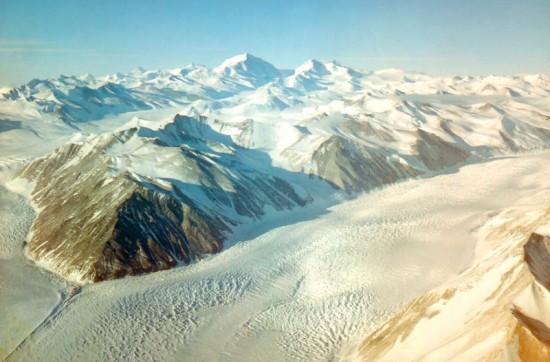 Lodowiec Beardmore na Antarktydzie.