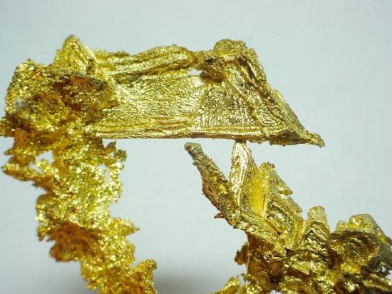 Krystaliczne złoto.