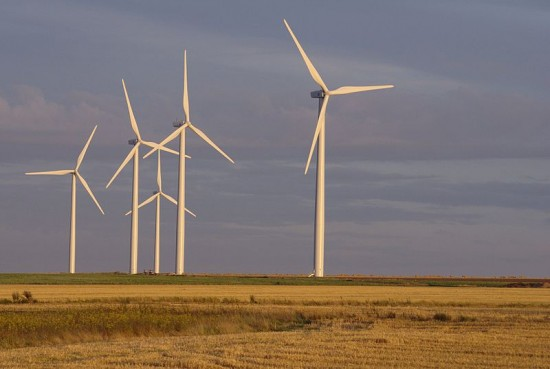 Farma wiatrowa w okolicach Caen (Francja).