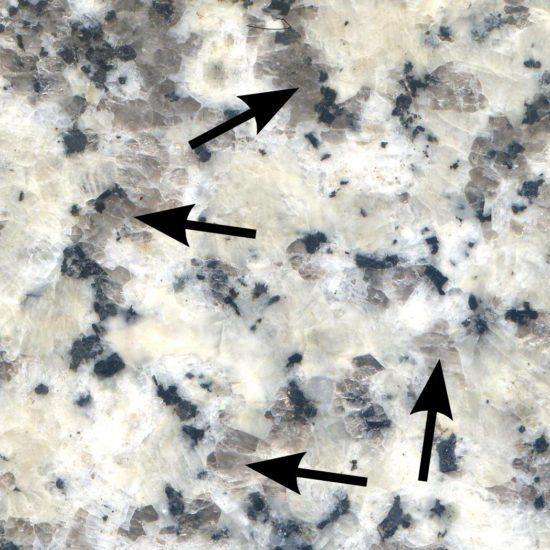 Kryształy kwarcu w granitoidzie.