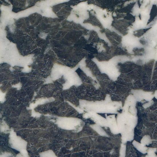 Zbliżenie wypolerowanej powierzchni gabra.