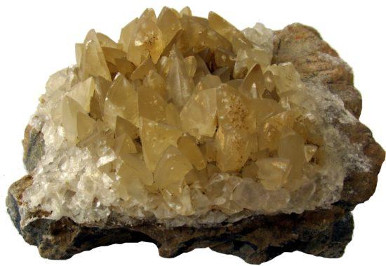 Kryształy kalcytu na marmurze ze Sławniowic koło Nysy.