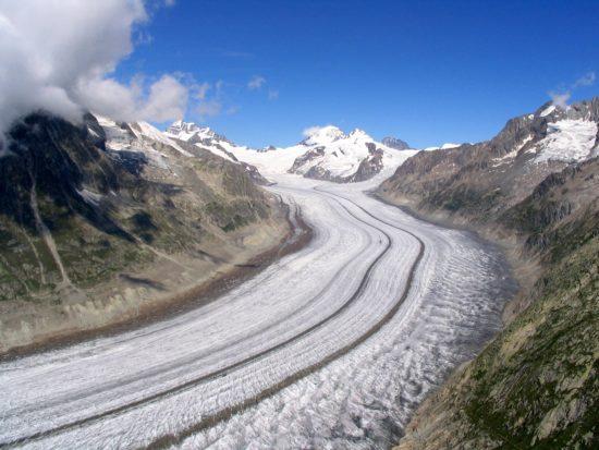Morena środkowa na lodowcu Aletsch (Szwajcaria).