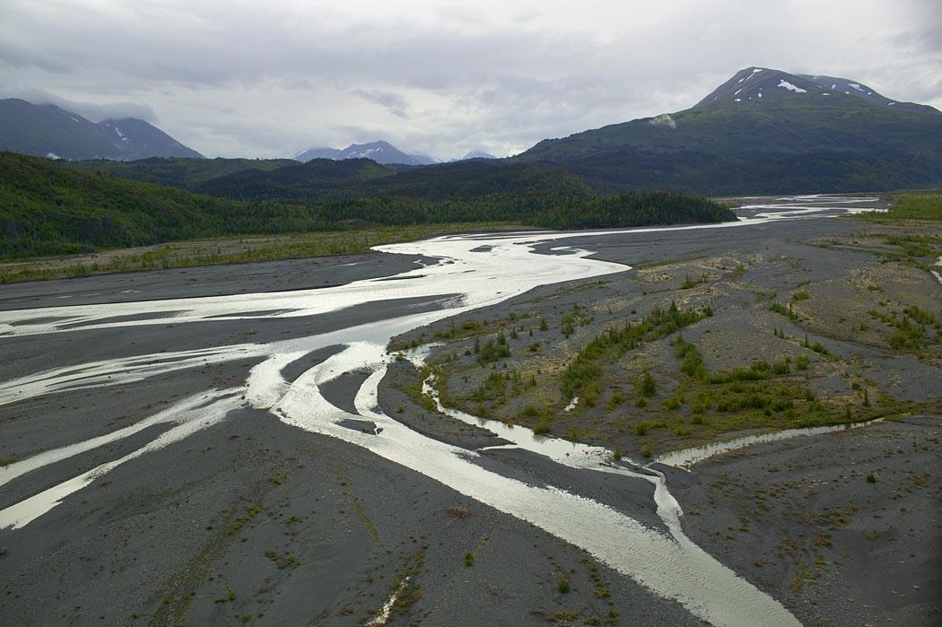 Sandr z rzeką roztokową (Kenai, Alaska, USA).